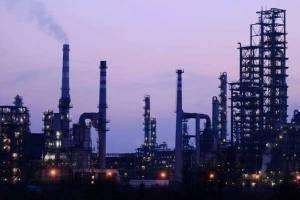 ترامپ به جای ما تولید نفت آمریکا را کاهش می دهد