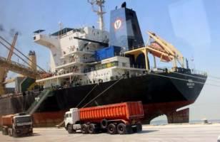 پهلوگیری روزی یک کشتی حامل کالای اساسی در بندر امام