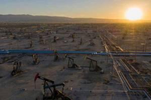 سقوط ۲ درصدی قیمت نفت به دنبال جهش ۳ درصدی دیروز
