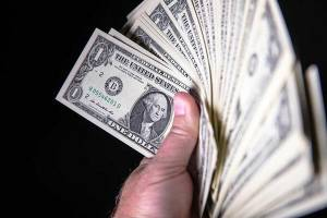 قیمت دلار ۱۱ تیرماه ۱۳۹۹ به ۱۸ هزار و ۹۵۰ تومان رسید