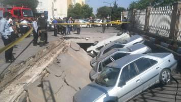 نشست زمین در تبریز / ۴ خودرو آسیب دیدند
