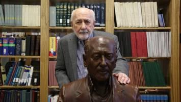 رونمایی از تندیس محسن خلیلی و نامگذاری کتابخانه اتاق ایران به نام او