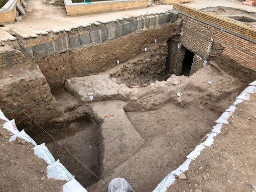 کشف سازه معماری در کنار برج طغرل/ برخورد به آثار و شواهد فرهنگی-تاریخی