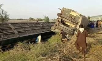 ۳۰ کشته و ۵۰ زخمی در برخورد دو قطار تندرو در پاکستان