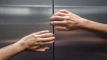 حبس دهها نفر در تهران در آسانسور به علت قطع برق