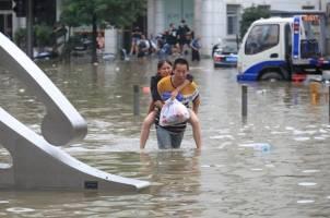 سیل چین ؛ کمک رسانی با رسانههای اجتماعی/ وخیم ترین بارش 1000 سال گذشته