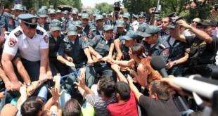 تظاهرات مردم ارمنستان در اعتراض به تصمیم افزایش بهای برق
