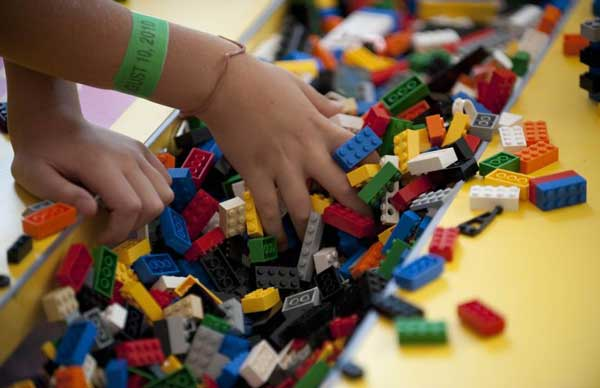 1442843326-1442602380-people-own-many-legos