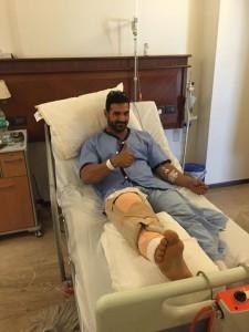 جان آبراهام در بیمارستان